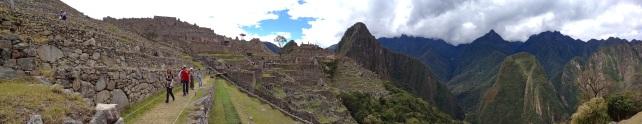 Machu_Picchu_Pano1